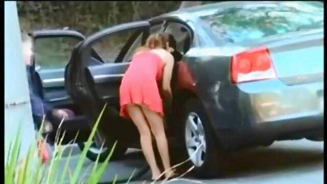 Sophie Cox solo vídeo pornô caseiro de novinhas tocando ao ar livre