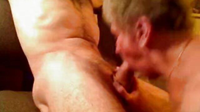 Masturbação Pública porno brasileiro ao vivo nas escadas